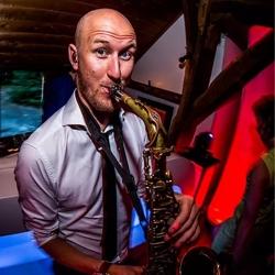 saxofonist tim baker boeken