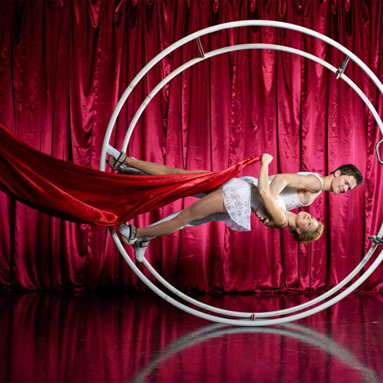 Circus-podium-acts-boeken